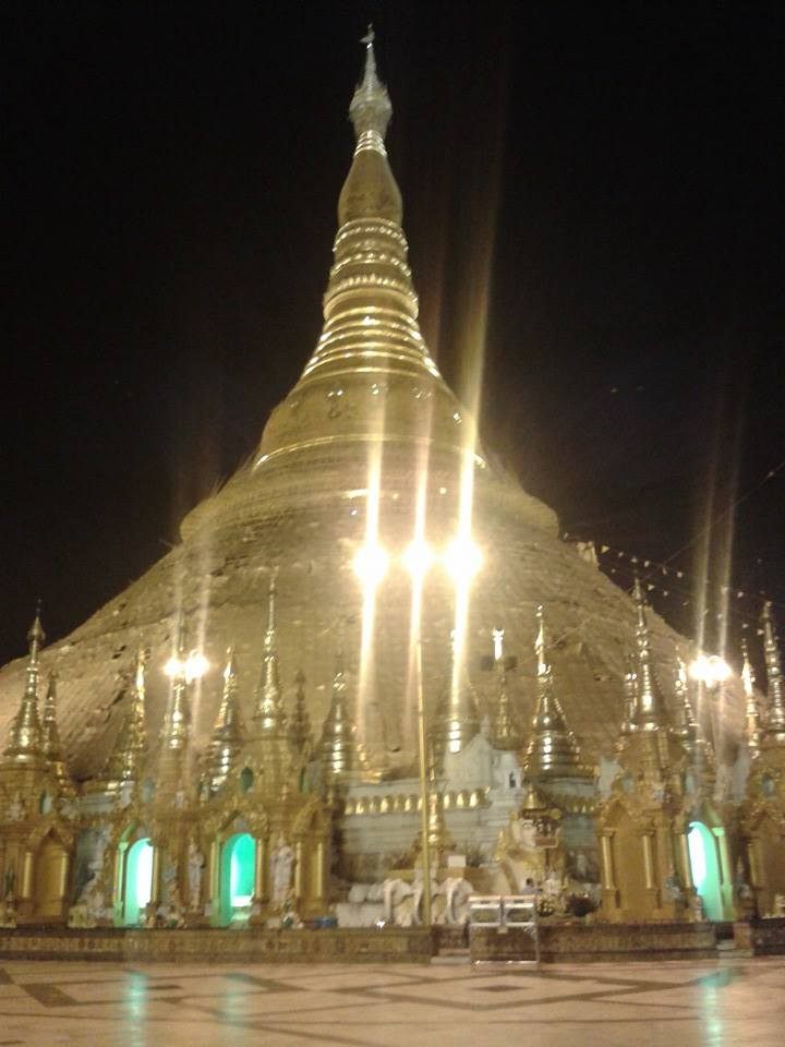 夜のシュエダゴンパゴダ