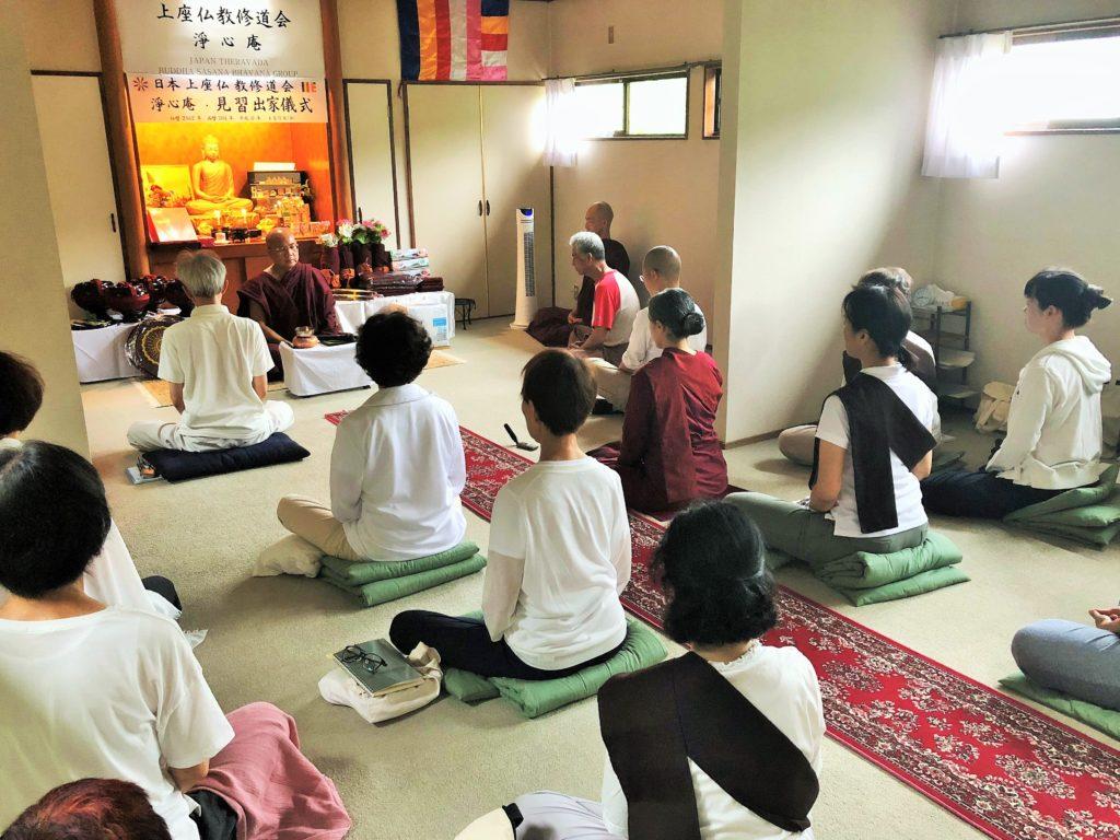 瞑想指導する大長老